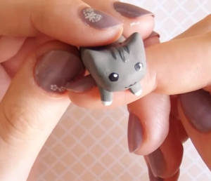 Cat dust plug for cell phone